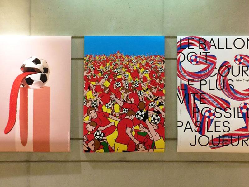 Photo de l'accrochage de l'exposition Soccer Poster