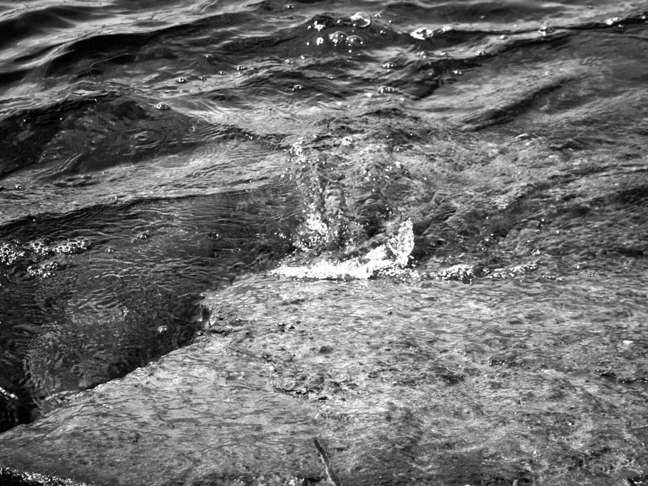 Photo noir et blanc d'eau